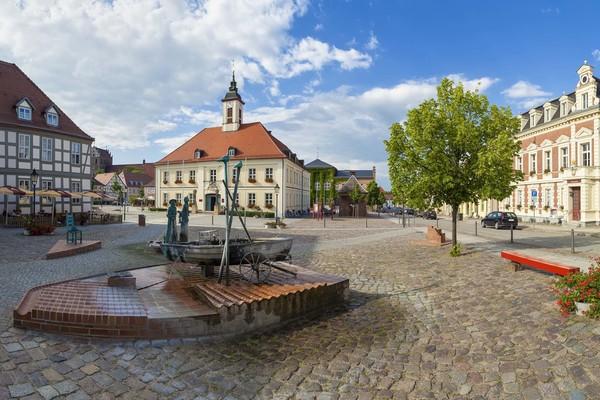 Marktplatz mit Rathaus in Angermünde