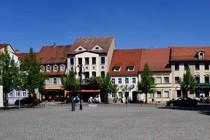 Häuserzeile und Geschäfte am Markt in Bad Liebenwerda