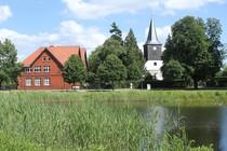 Falkenhagener Anger mit Kirche in Falkensee