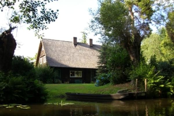 Spreewald Lausitz Ein Bootsteg im Spreewald